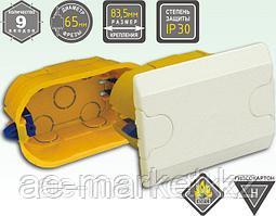 Электроустановочная коробка с креплением пластмассовыми лапками