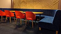 Столы стулья диваны для кафе