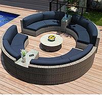 Большой круглый ротанговый диван