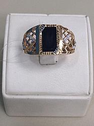 Кольцо мужское с ониксом / красное золото - 22 размер
