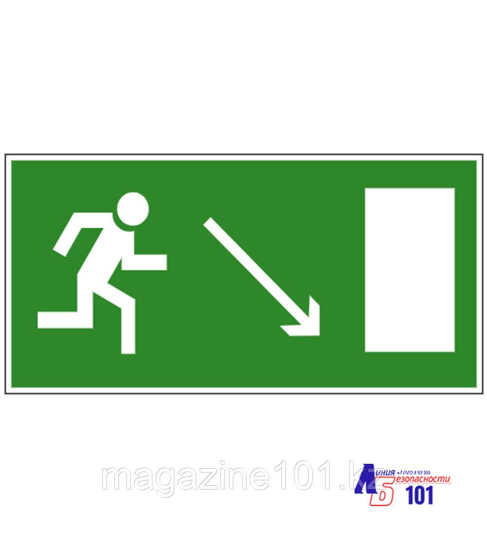 """Знак """"Направление к эвакуационному выходу направо вниз"""" И-09"""