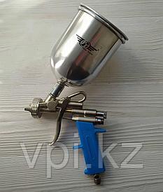 Пневматический краскораспылитель с верхним бачком, 0.6л. + сопла 1.3; 1.5; 1.8мм. Total Tools