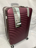 """Большой пластиковый дорожный чемодан на 4-х колесах""""DELONG"""". Высота 78 см, ширина 49 см, глубина 30 см., фото 1"""