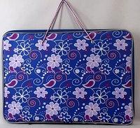 Папка для рисования А3 Цветы и узоры на синем фоне с карманами на молнии с ручкой Арго
