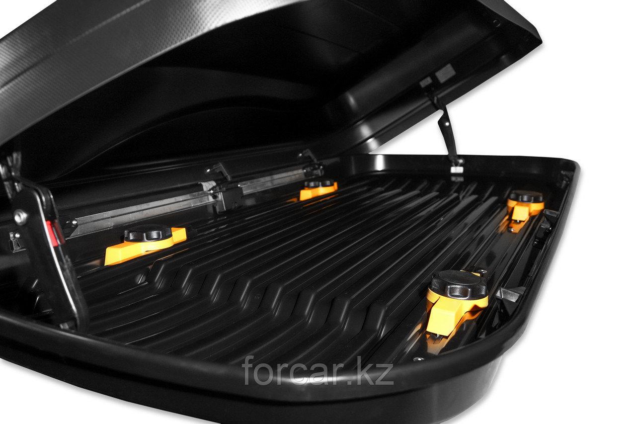 АВТОМОБИЛЬНЫЙ БОКС MAGNUM 580 (черный, тиснение «карбон») (220х84х45 см) быстросъем - фото 4