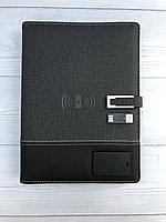 Универсальный блокнот с встроенным светильником, флешкой, ручкой, зарядным устройством для мобильного телефон.