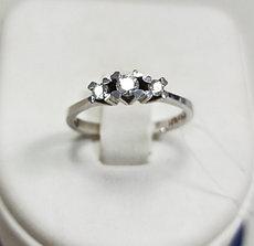 Кольцо  с бриллиантом / белое золото - 17,5 размер
