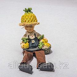 """Украшение для дома """"Мальчик с ананасами"""""""