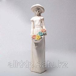 """Фарфоровая статуэтка """"Девушка с цветами"""""""