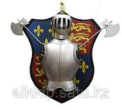 Рыцарский нагрудник и шлем с топорами