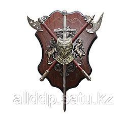 Рыцарский нагрудник с топорами и мечом