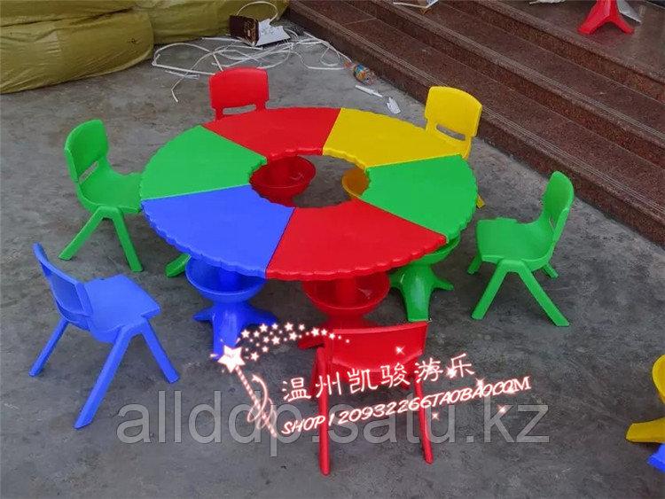 Пластиковый детский столик с секциями, 6 секций, Китай