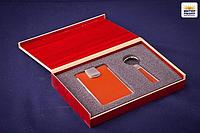 Подарочный набор для мужчин в деревянной коробке (брелок, визитница), металл