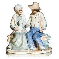 "Статуэтка ""Дедушка с бабушкой на лавочке с пёсиком"", h-22 см, керамика"