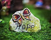"""Декоративный садовый камень с бабочкой """"Hope"""""""