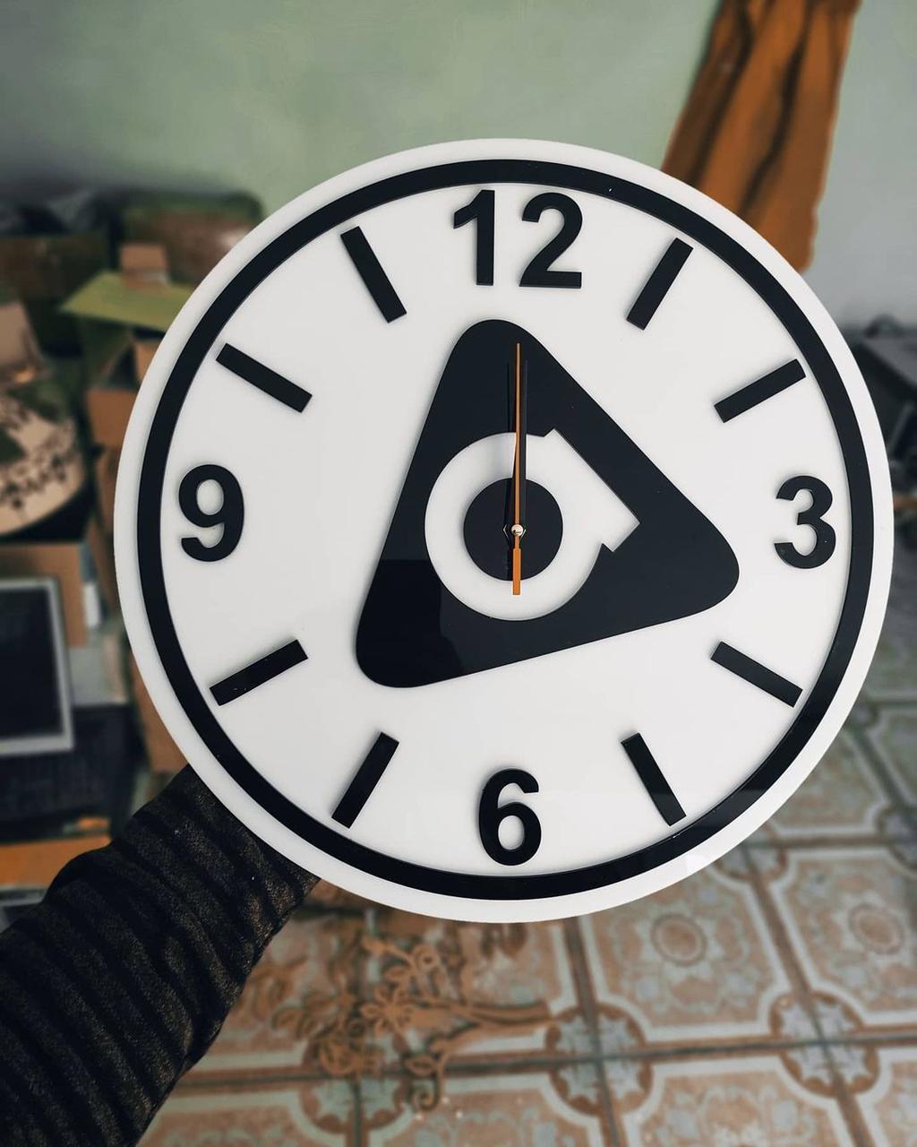 Настенные часы с логотипом компании / Для бизнеса