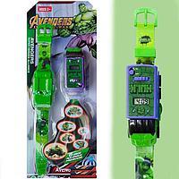 Набор детский браслет наручные часы на батарейках мини машинка световые эффекты мстители халк