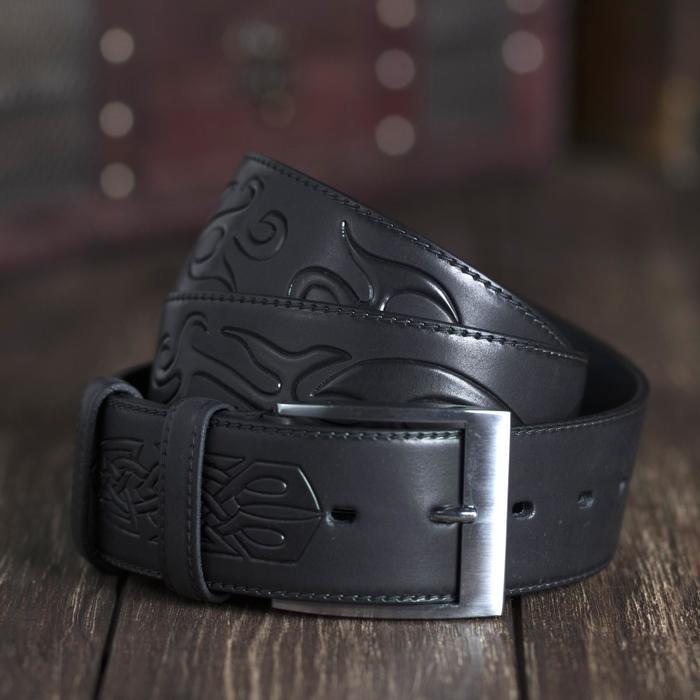 Ремень мужской, тиснение орнамент, пряжка металл, ширина - 4,4 см, цвет чёрный
