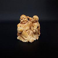 Нэцкэ «Хотей с карако» символ богатства, счастье и процветание.