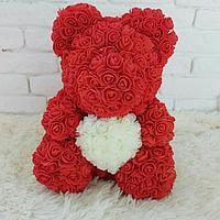 Мишка из роз в подарочной упаковке, красный с белым сердцем