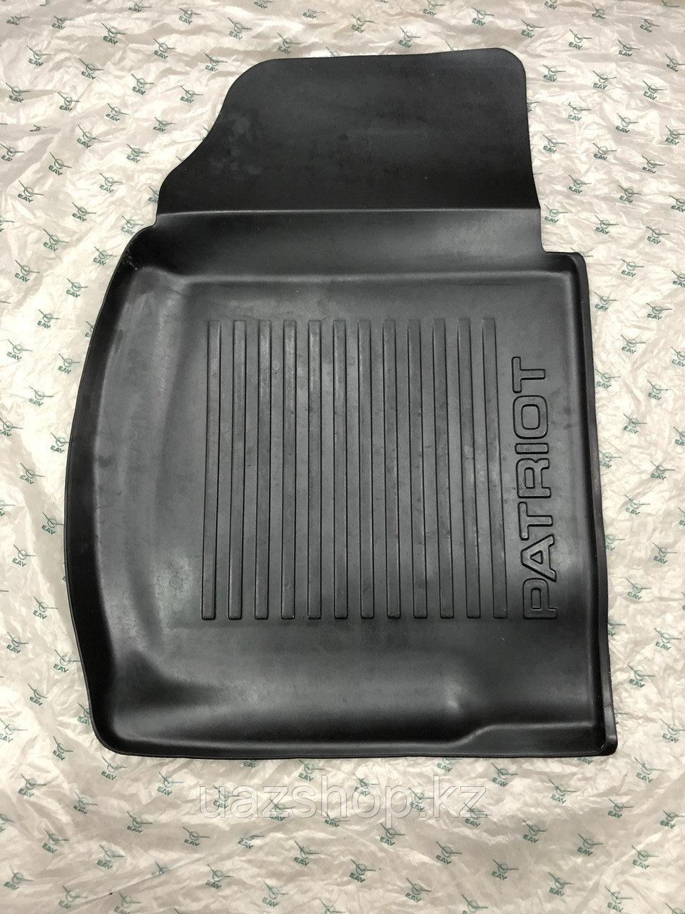 Коврик пола передний правый  (резиновый) УАЗ Патриот до 2014 года выпуска