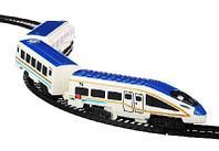 Поезд с железнодорожными путями, свет, звук, движение