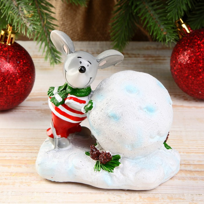 "Сувенир полистоун ""Мышонок в шарфике лепит снежный шар"" 10х7х9,5 см"