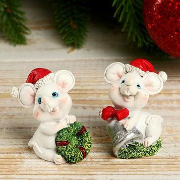 """Сувенир полистоун """"Белый мышик в новогоднем колпаке с подарками"""" МИКС 4,5х3х3 см"""