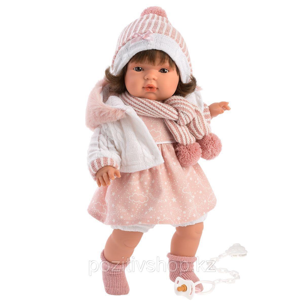 Кукла Llorens Лола 38см, брюнетка в белой курточке с капюшоном - фото 1
