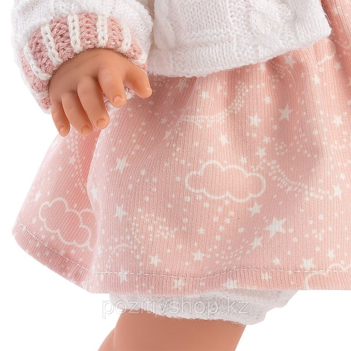 Кукла Llorens Лола 38см, брюнетка в белой курточке с капюшоном - фото 4
