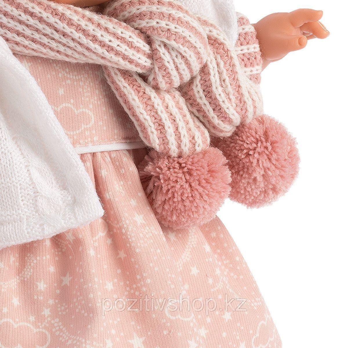 Кукла Llorens Лола 38см, брюнетка в белой курточке с капюшоном - фото 5