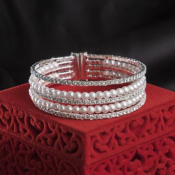 """Браслет с жемчугом """"Миллиган"""" две дорожки, цвет белый в серебре,d=5,8см"""