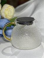 Чайник из жаропрочного стекла с сеткой и крышкой из нержавеющей стали.