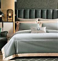 Комплект постельного белья двуспальный из сатина однотонный с вышитыми линиями и контрастным отворотом