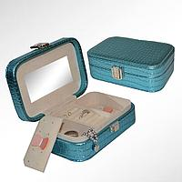 Шкатулка для украшений с зеркалом и делениями из эко-кожи ширина 15 см  голубая