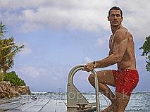 Пляжная мода для мужчин: как подобрать плавки, обувь и другие аксессуары!