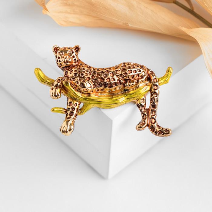 """Брошь """"Гепард"""" на ветке, цвет жёлто-коричневый в золоте"""