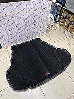 Резиновый коврик с ковролином в багажник на Toyota Camry V50/55 для 3.5