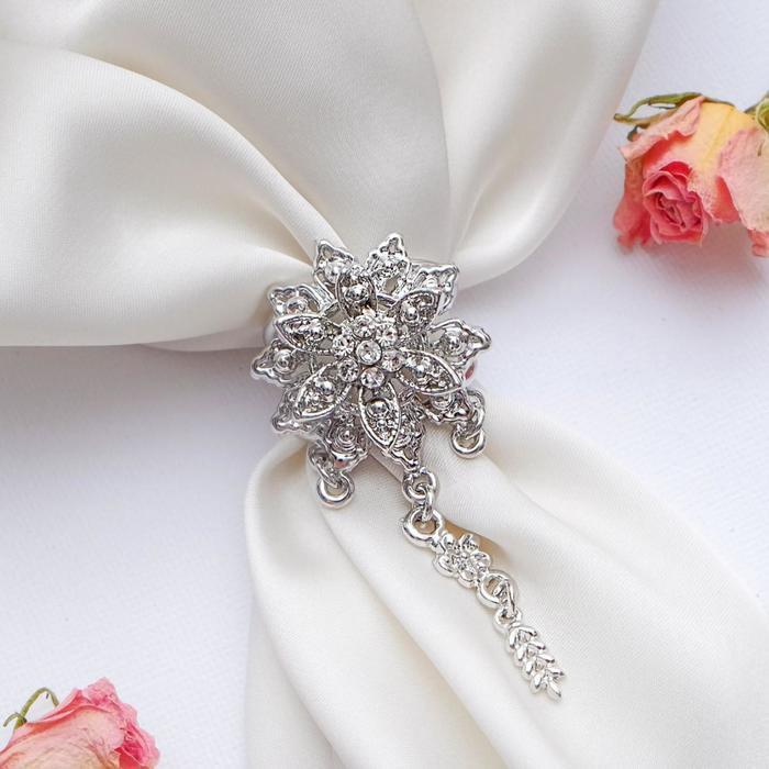 """Кольцо для платка """"Цветок"""" астра с подвесками, цвет белый в серебре"""
