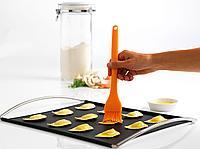 Кисточка Mastrad кондитерская из силикона, оранжевая - F12709