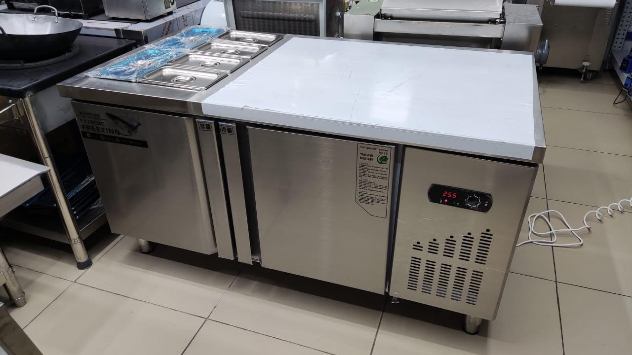 Рабочий стол холодильник для пиццы. Размер 150*80*80