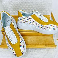 Кроссовки женские на платформе, белого цвета с цветными буквами. Натуральная кожа