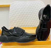 Кроссовки кожаные на липучке, черного цвета