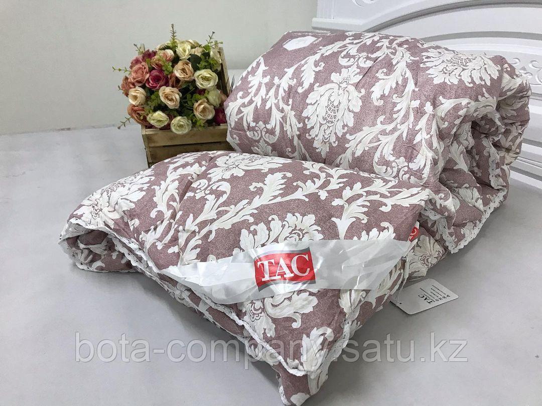 Одеяло с кружевами 140х200