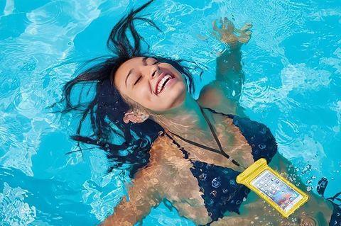 Чехол для смартфона водонепроницаемый со спасательным кругом и ремешком IPX8 (Синий) - фото 5