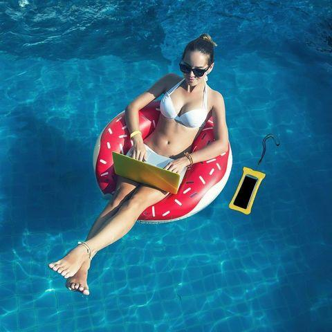 Чехол для смартфона водонепроницаемый со спасательным кругом и ремешком IPX8 (Фиолетовый) - фото 2