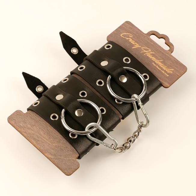 Однослойные наручники из натуральной кожи с люверсами