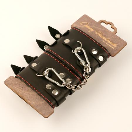 Наручники из кожи с двумя ремнями черной подкладкой