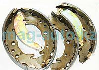 Тормозные колодки задние барабанные Trajet (2000-2008)