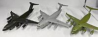 Игрушечная модель самолета